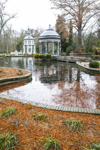 25971648-chinoiserie-ornamental-fountains-of-the-palace-of-aranjuez-madrid-spain