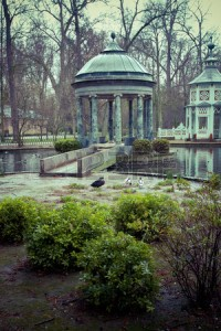 25971682-chinoiserie-ornamental-fountains-of-the-palace-of-aranjuez-madrid-spain