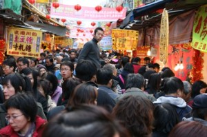 dihua-street-crowd