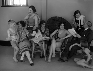 31st March 1930:  A family relaxing together in the solarium of the Tolland Hotel, Bournemouth.  (Photo by Fox Photos/Getty Images)